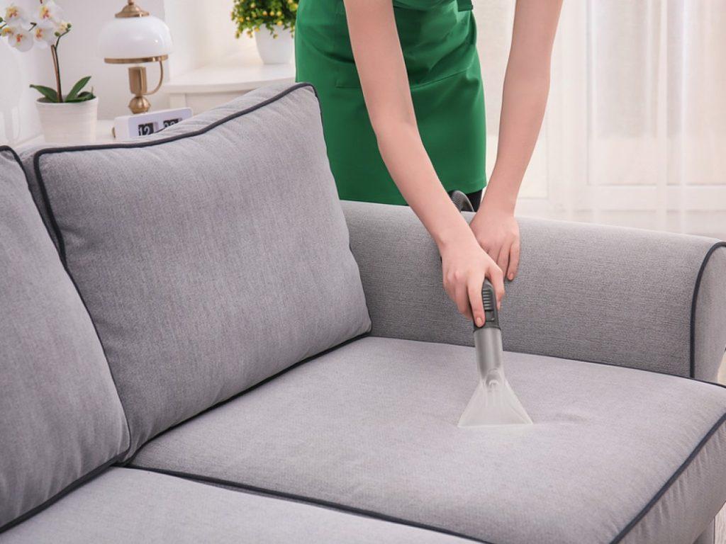 как очистить грязный диван