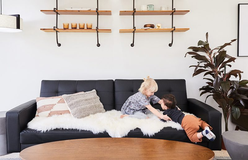 очистить диван от пятен в домашних условиях