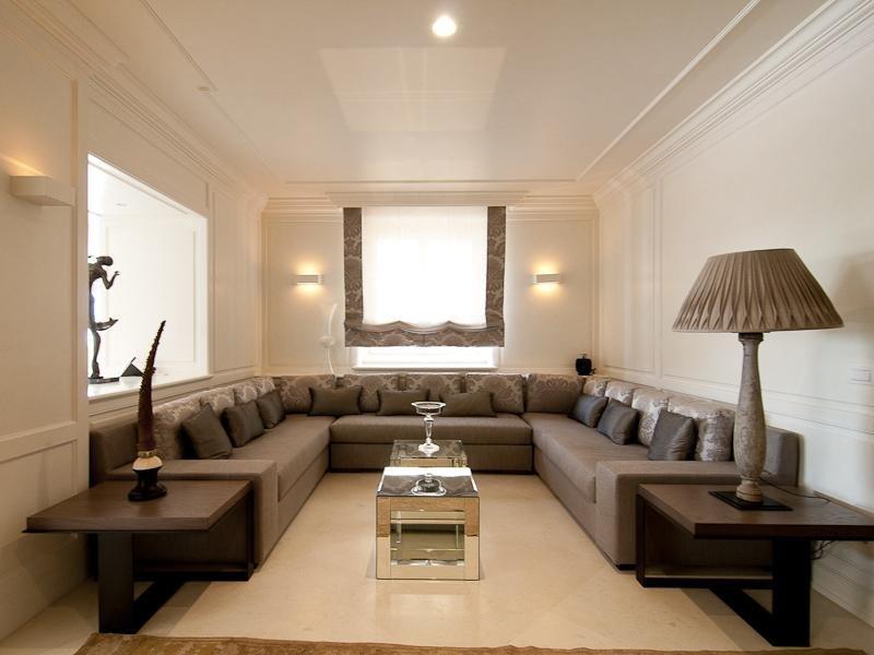 современное освещение в гостиной
