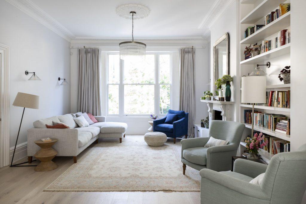 интерьер гостиной простой квартиры