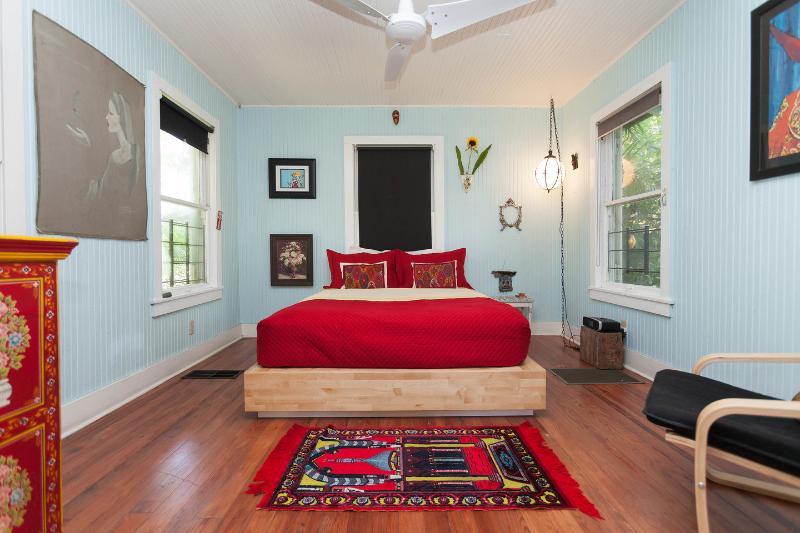 красные спальни фото