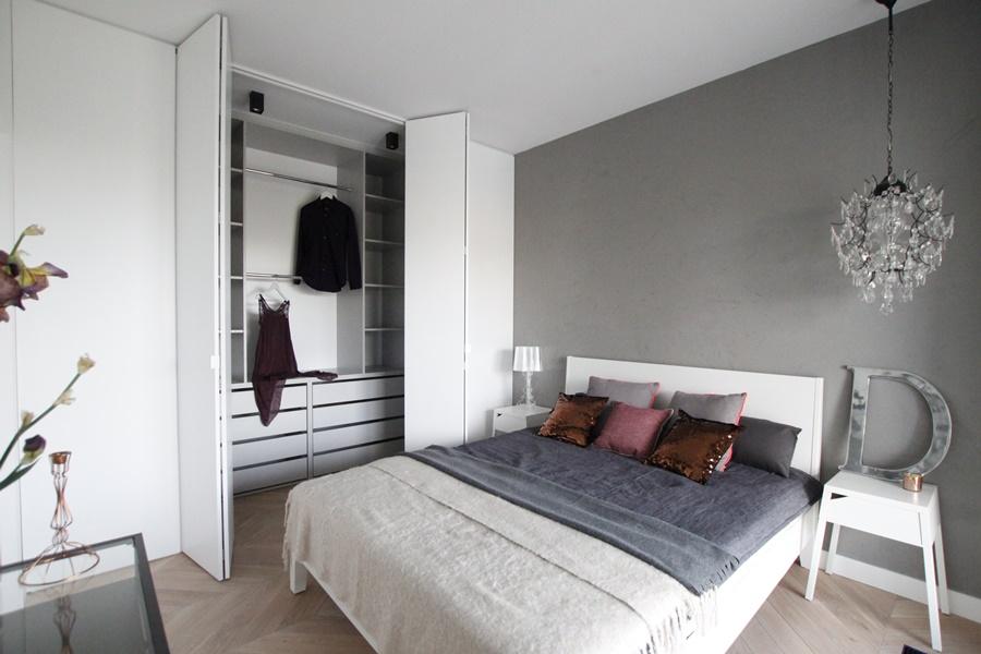 небольшая гардеробная в спальне