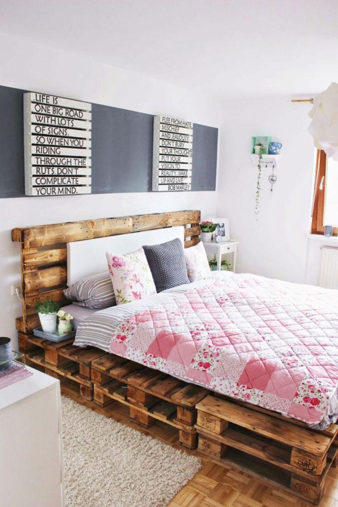 как собрать кровать из поддонов