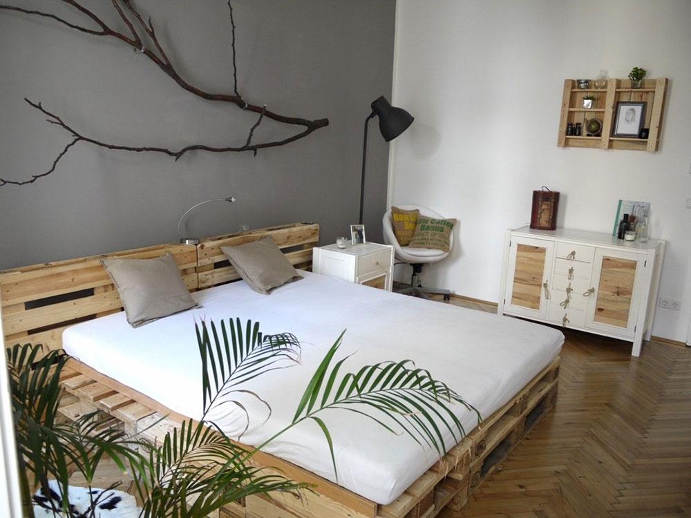 кровать из строительных поддонов