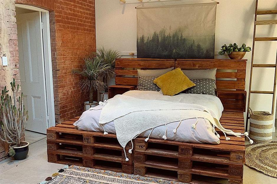 как сделать кровать из поддонов фото