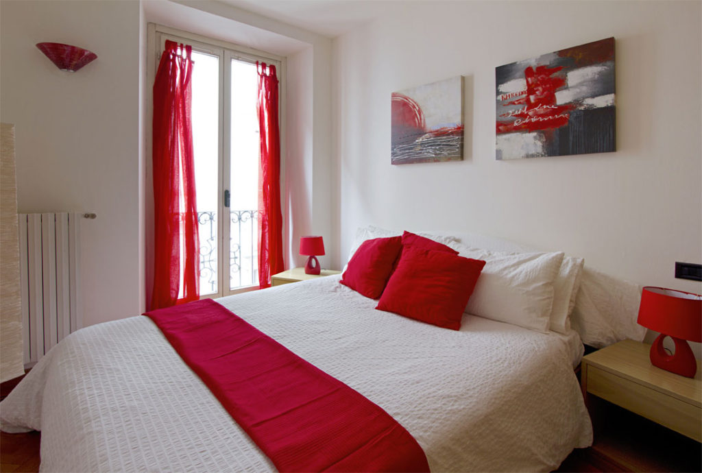 красно белая спальня
