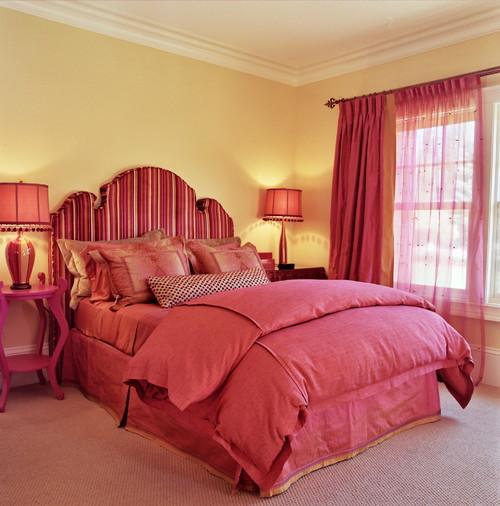 красно золотая спальня