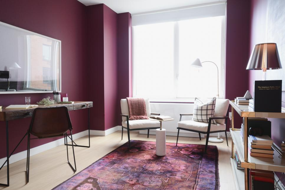 фиолетовый интерьер гостиной