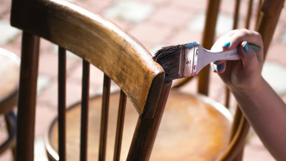 окрашивание изделий из древесины красками