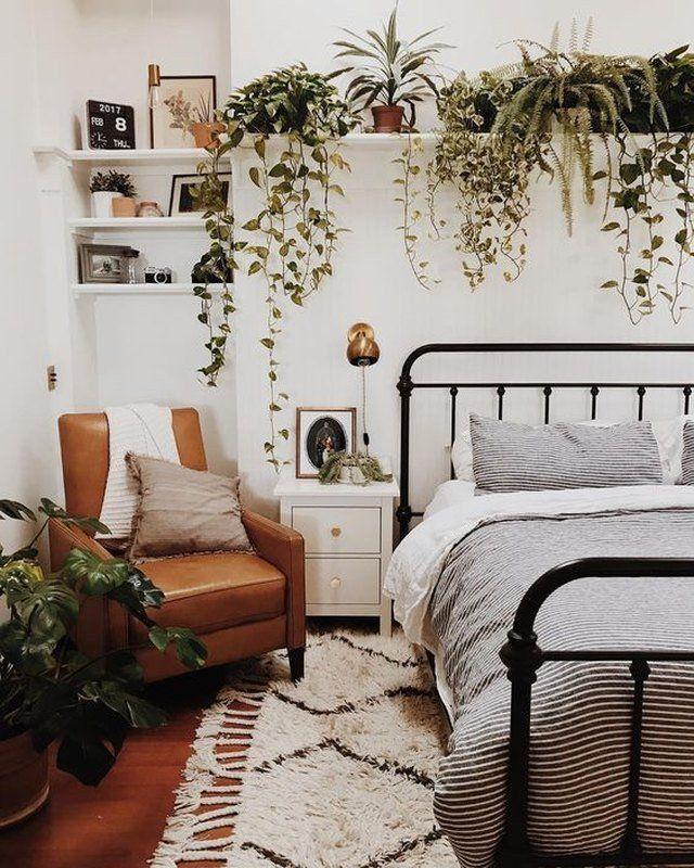 маленькая узкая спальня