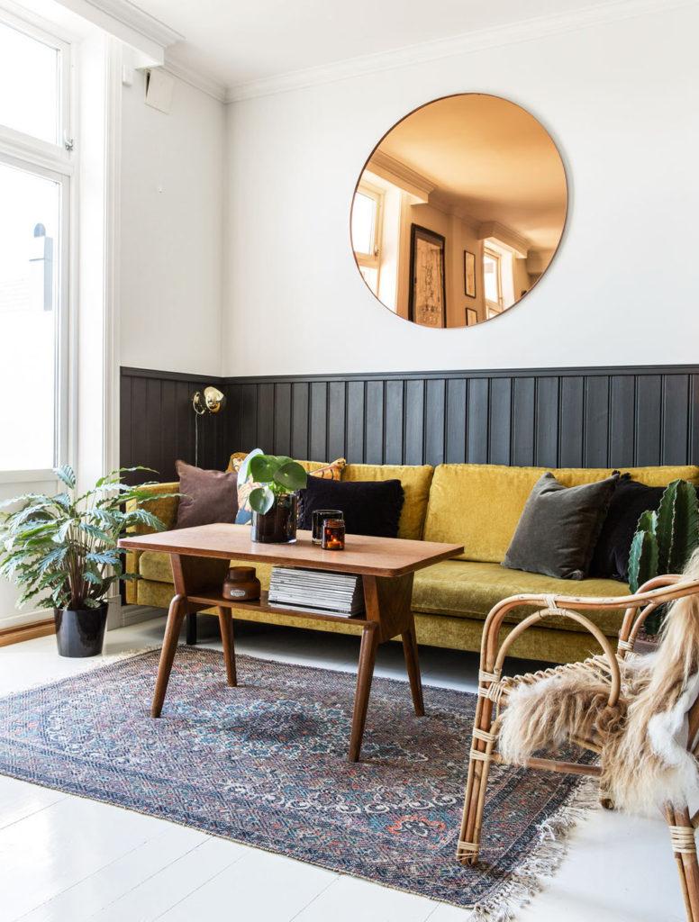 желтый диван какие стены