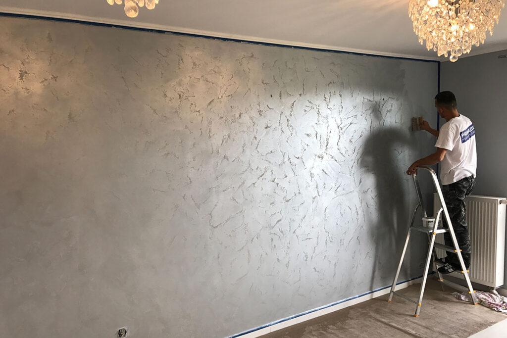 красим стены дома
