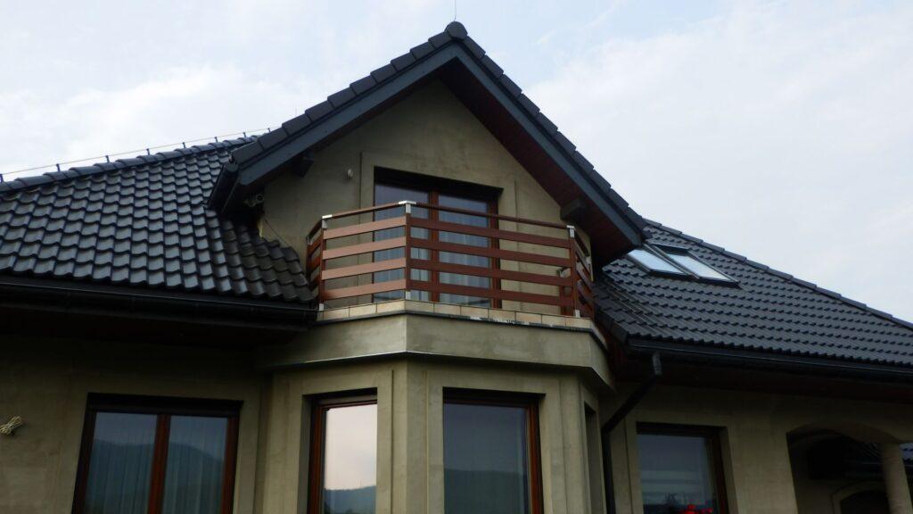 одноэтажный дом с эркером