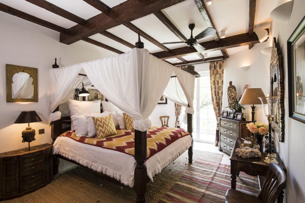 кровать колониальный стиль