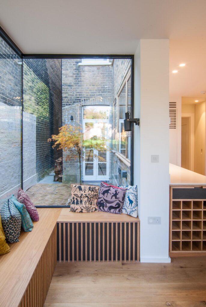комната с угловым окном фото