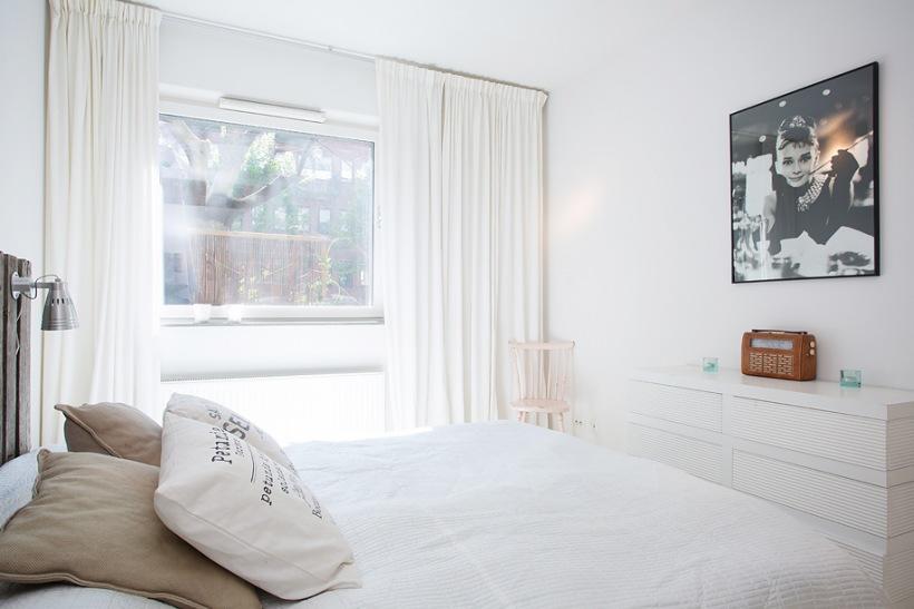 современные спальни белый мебель