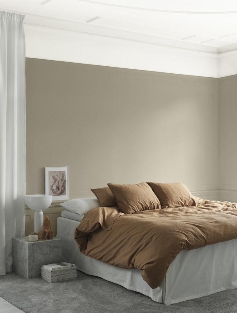 сочетание бежевого в интерьере спальни