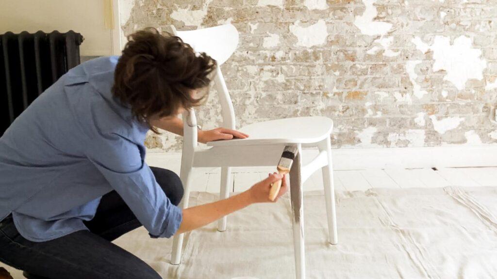 покраска мебели в белый цвет