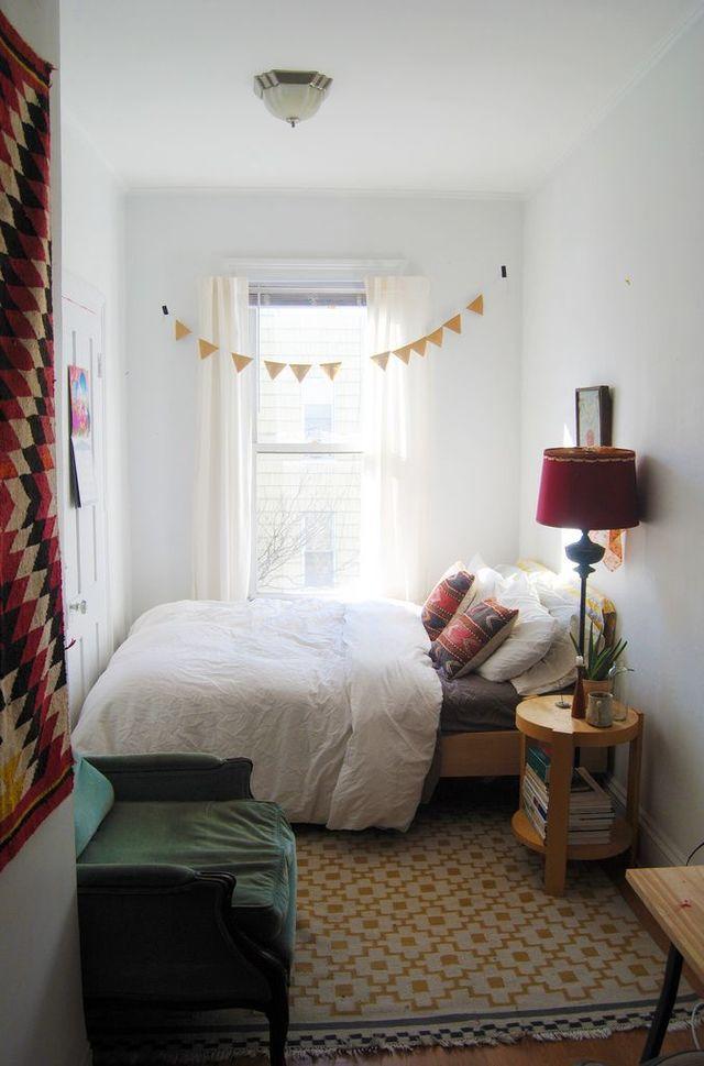 очень маленькая спальня